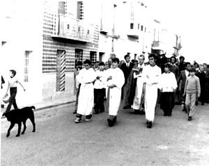 Moro, el perro que podia oler la muerte, acompañando un entierro en Fernán Núñez