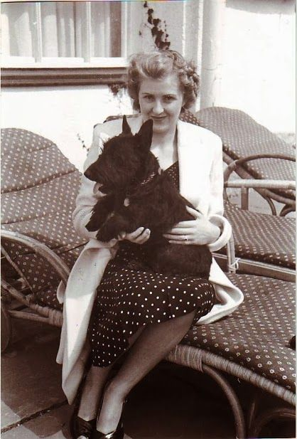 Eva Braun y sus Scottish Terrier